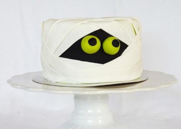 Торт на хелловін у формі мумії