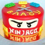 Круглий червоний торт для хлопчика лего ніндзяго
