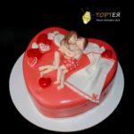 Торт на дівішнік у формі серця