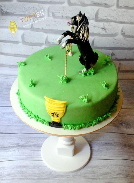 Торт з коником