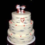 Трьох ярусний весільний торт з лисичками