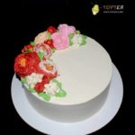 Кремовий торт з квітами