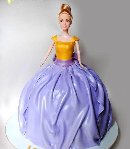 Торт у вигляді принцеси