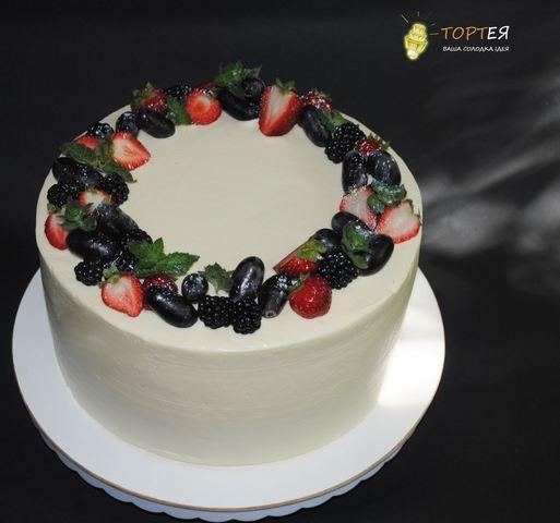Невеликий весільний торт