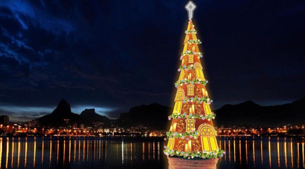 Різдвяна металева ялинка в Ріо