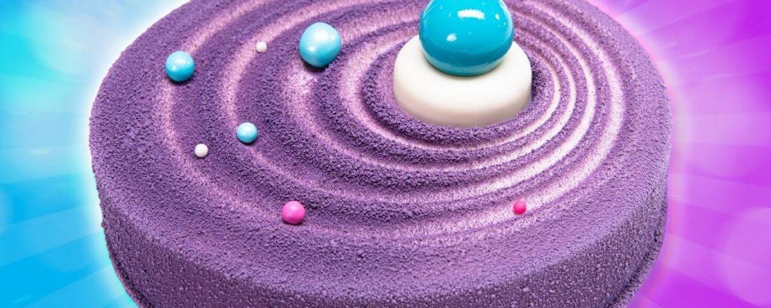 Торт оформлений спрей велюровим харчовим барвником