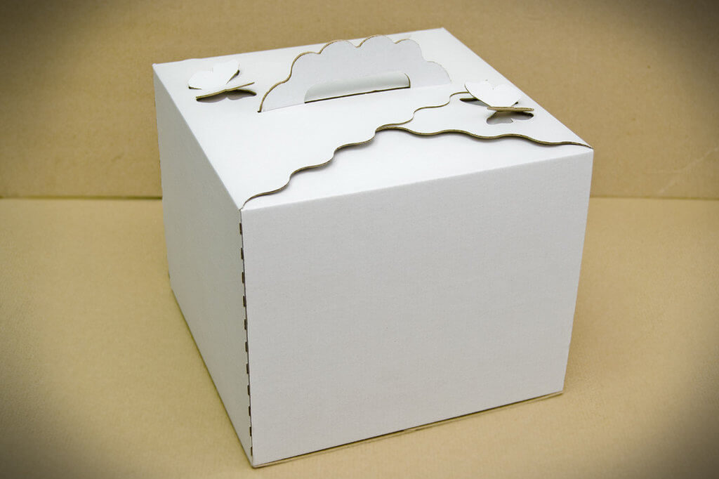 Коробка для торта з ручкою-метеликом