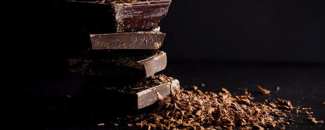 Плитка темного шоколаду