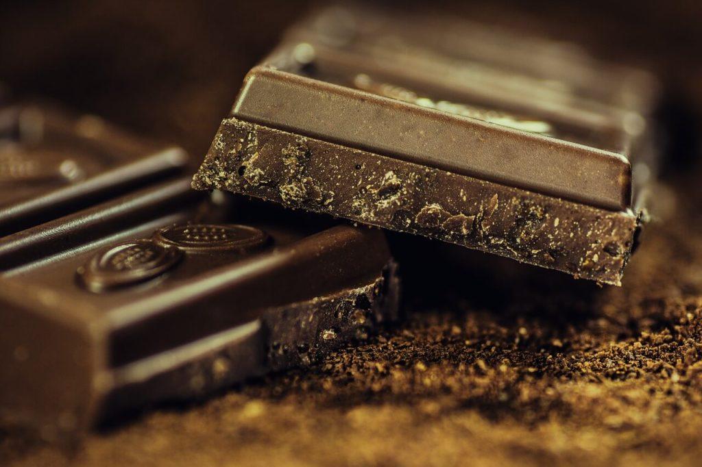Варіанти оформлення торта шоколадом
