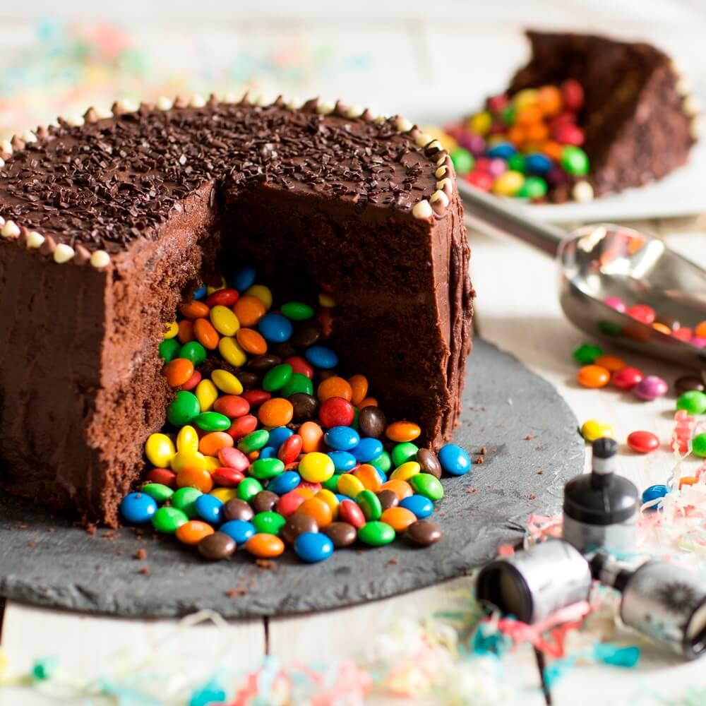 Шоколадний торт піньята