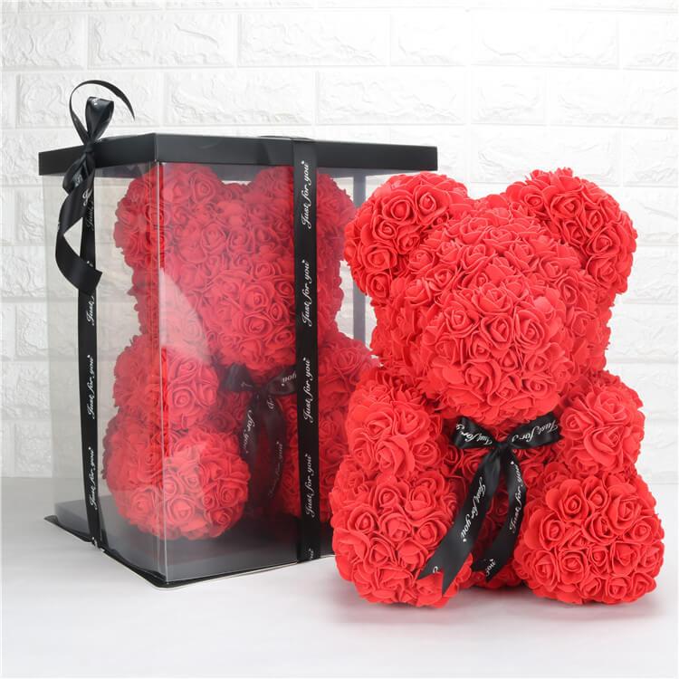 Ведмедик з троянд в коробці