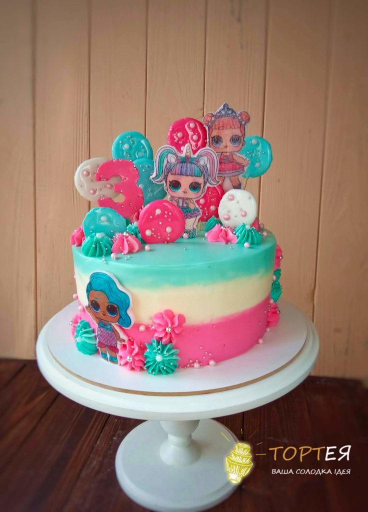 Торт для дівчинки оформлений в стилі ляльок ЛОЛ
