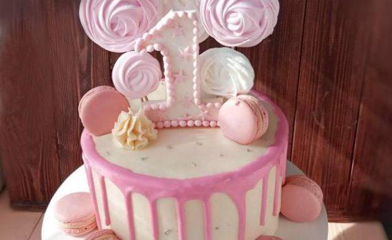 Солодкий торт на рочок для дівчинки
