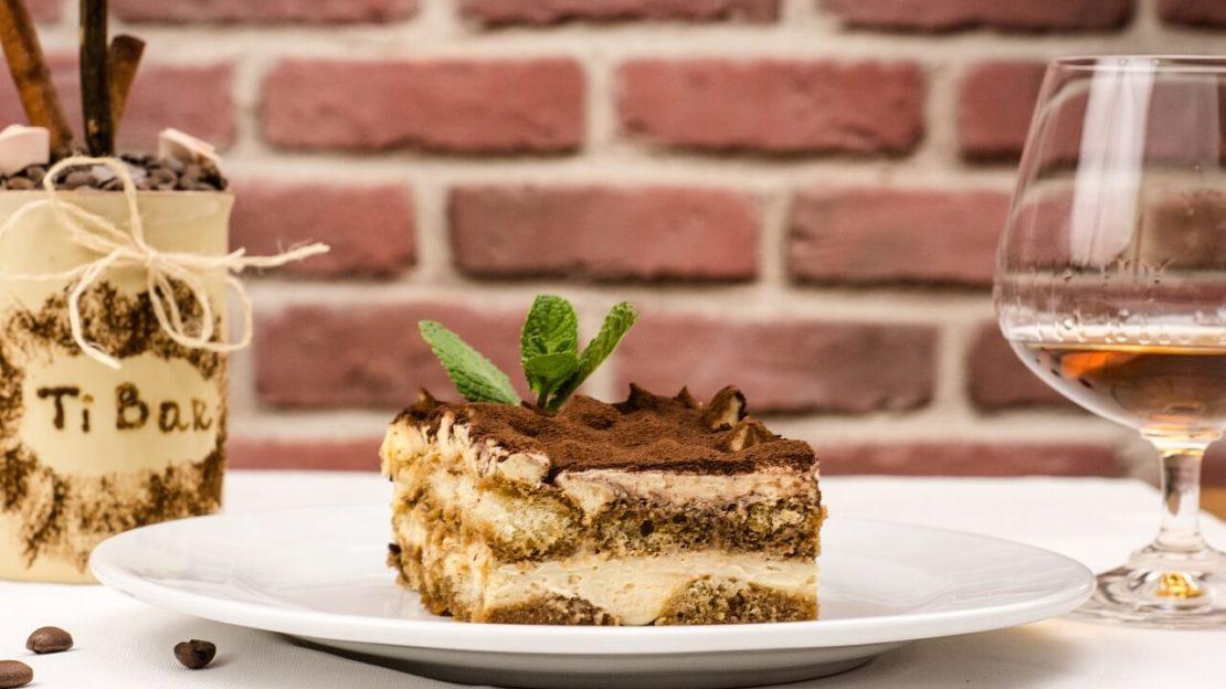 Класичний італійський десерт тірамісу
