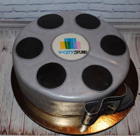 Торт у формі відео стрічки на корпоратив