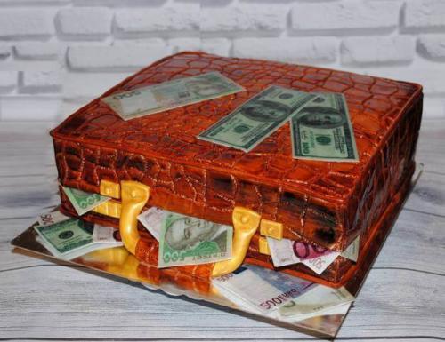 Торт у формі валізи з грошима