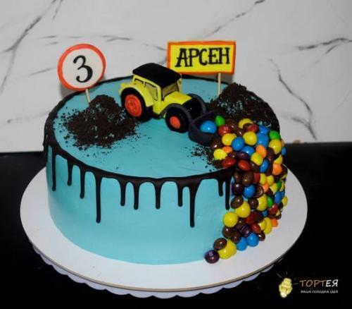 Дитячий торт з цукерками