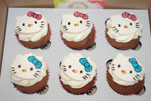 Капкейки hello kitty для дівчинки