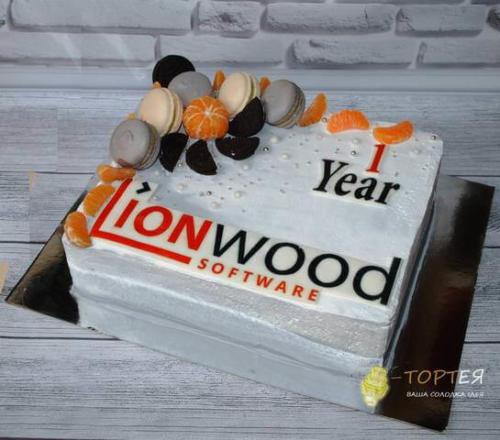 Корпоративний торт із солодощами для LionWood software
