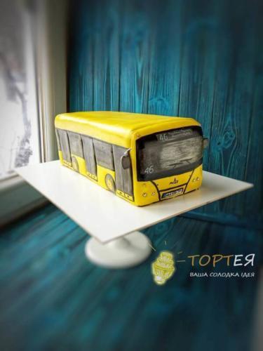 Торт у вигляді автобуса
