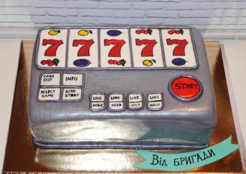 Торт у формі грального автомата для друга