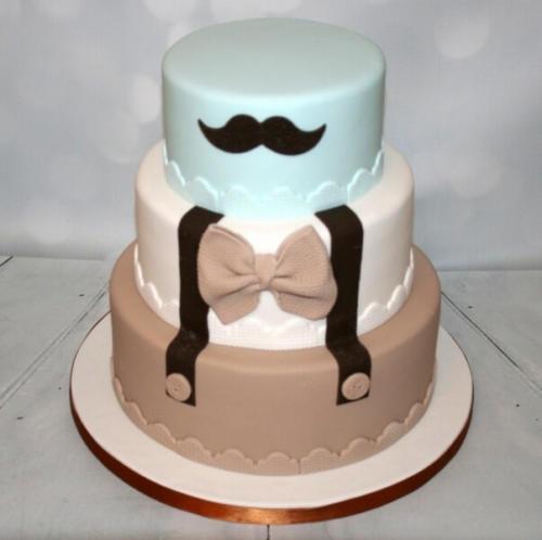 Великий торт на день народження