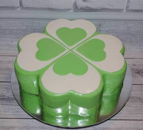 Корпоративний торт у формі клеверу