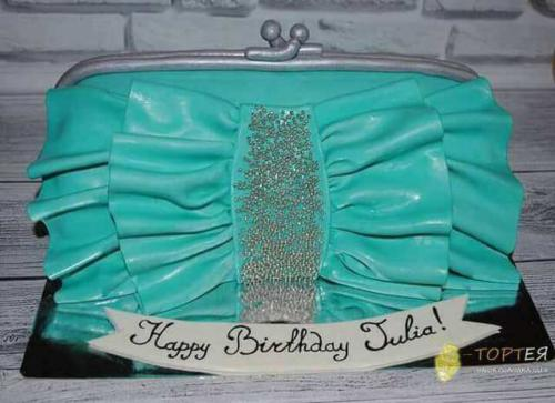 Торт у формі сумочки на день народження жінки