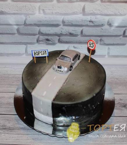 Круглий торт з машиною для тата