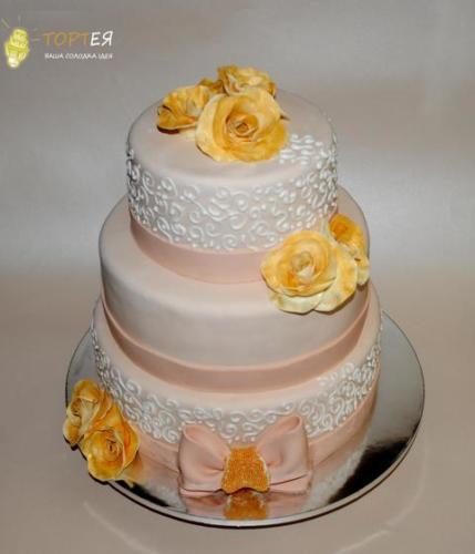 Великий весільний торт на 3 яруси