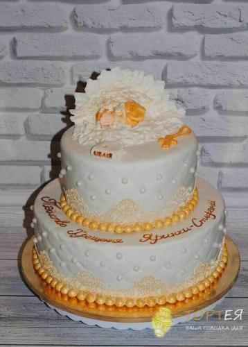 Золотий торт на хрестини