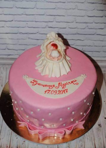Рожевий торт на хрестини