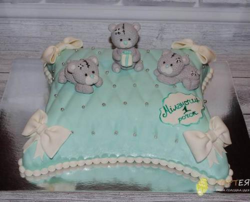 Торт на рочок з ведмедиками на подушечці