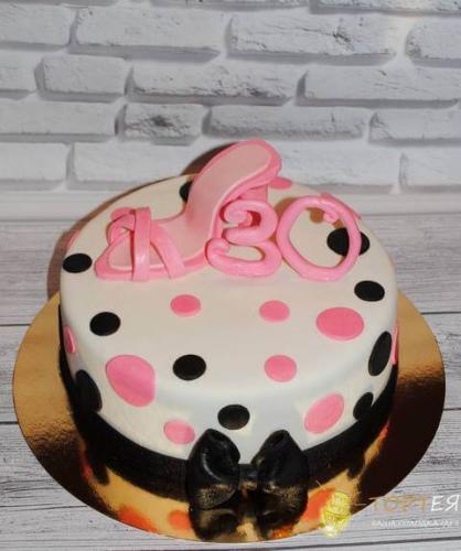 Торт на 30 років для жінки з туфелькою