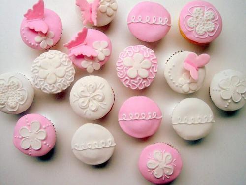 Рожеві весільні капкейки