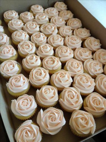 Весільні капкейки - трояндочки