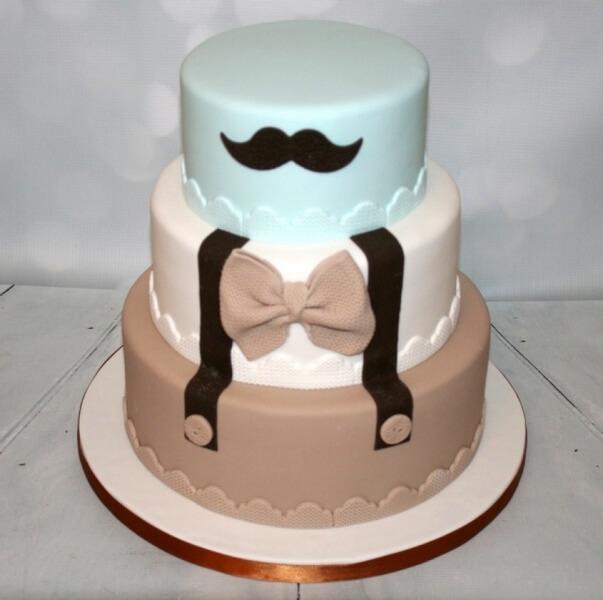 Великий торт на день народження хлопця